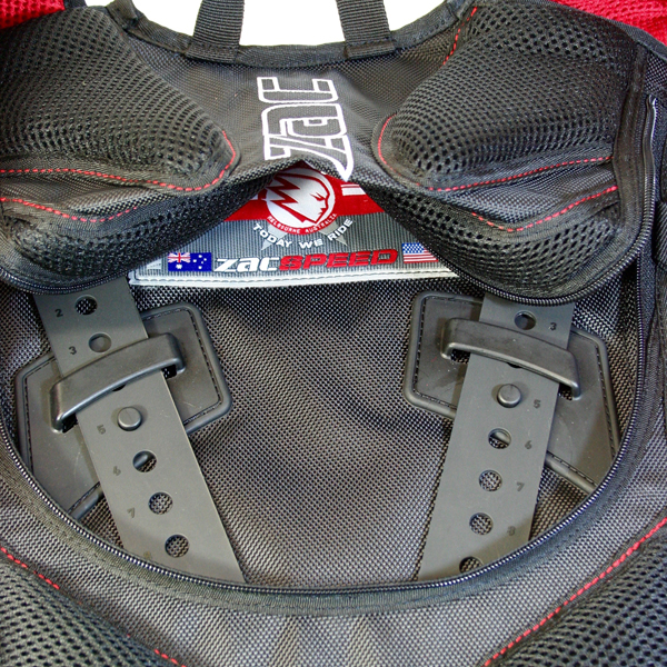 The Dakar backpack has a quick-access panel to the removable CE level 2 back protector and the CONFIGR8* ladder lock system. The tool-free ladder lock system allows you to adjust the length of the shoulder harness so the sternum strap sits where it needs to be over a jersey, winter jacket, or under armour. The quick-release system also allows you to configure your pack with any other CONFIGR8* elements.